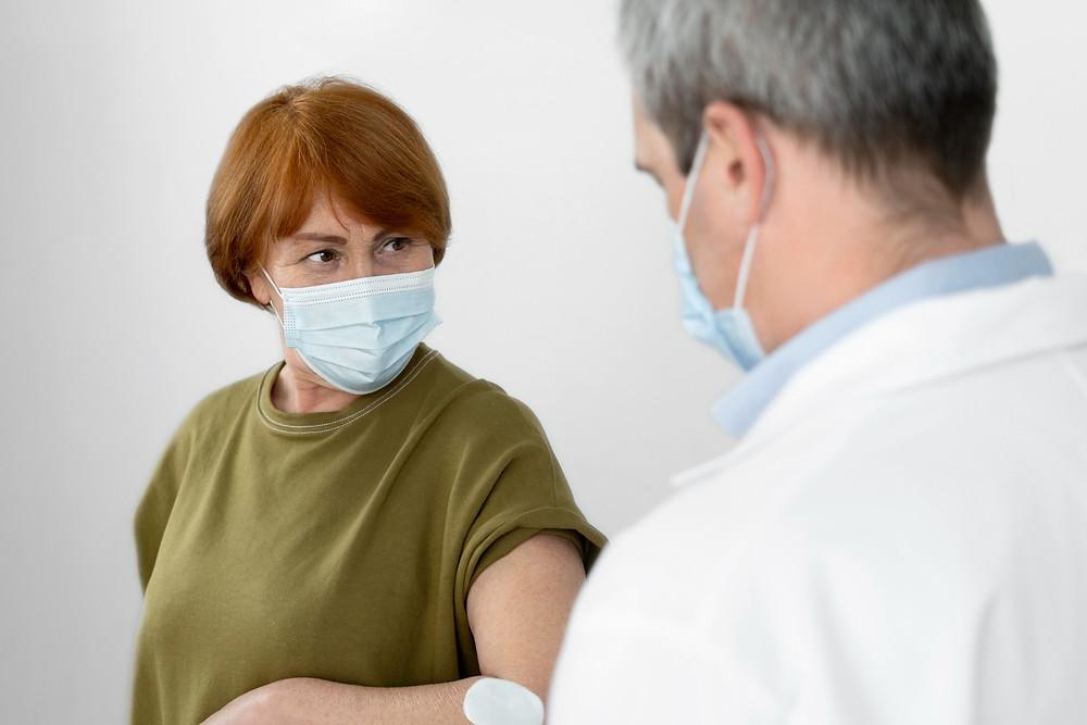 Ontario reporta 355 nuevos casos de COVID-19 y un número récord de vacunas administradas.