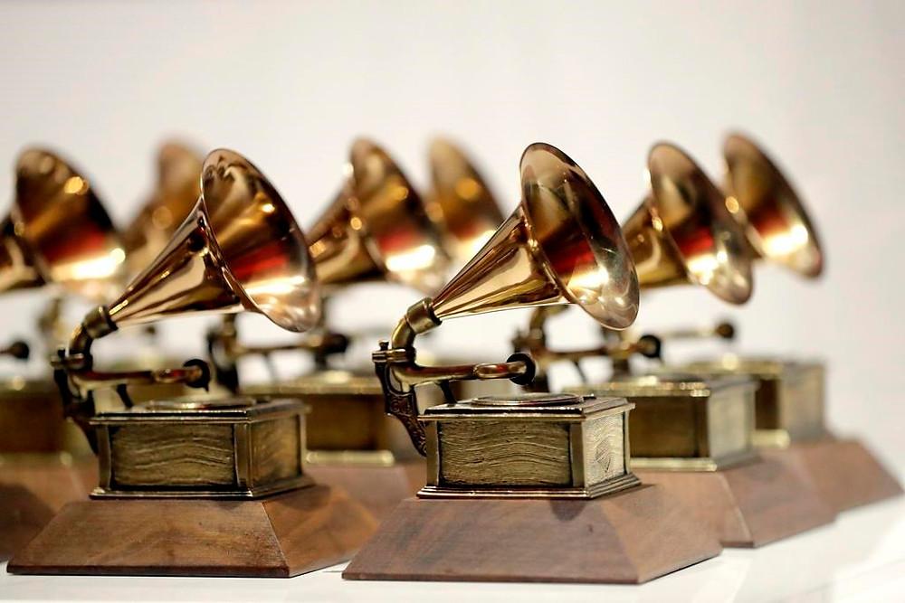 En esta fotografía de archivo del 10 de octubre de 2017, se muestran varios premios Grammy en el Grammy Museum Experience en Prudential Center en Newark, Nueva Jersey.