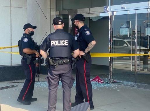 Yorkdale Mall reabre después de un aterrador tiroteo el fin de semana