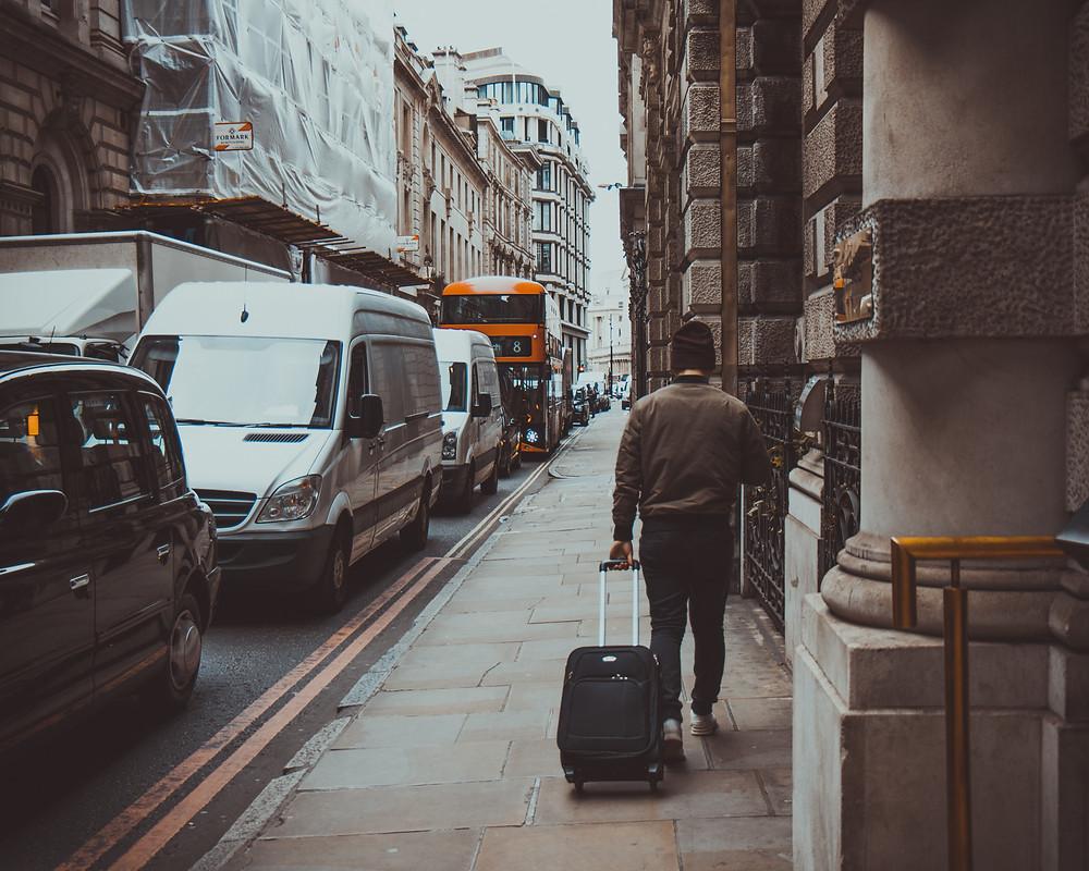 Uno de cada tres viajeros internacionales evade la cuarentena obligatoria en los hoteles designados por el gobierno.