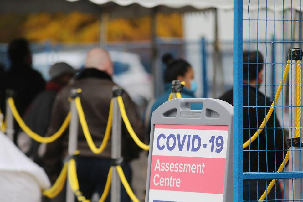 centro de evaluación de COVID-19 en la bahía de emergencia del Hospital General de Scarborough