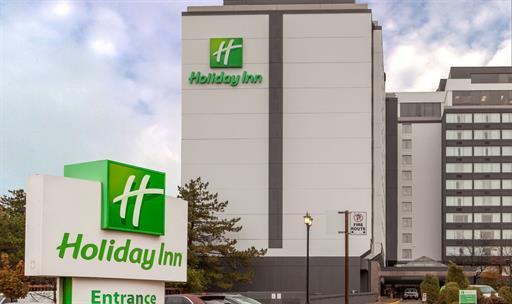 Un tercer hotel de cuarentena está lidiando con un brote COVID-19