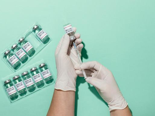 La vacuna COVID-19 de AstraZeneca tiene una efectividad del 79%