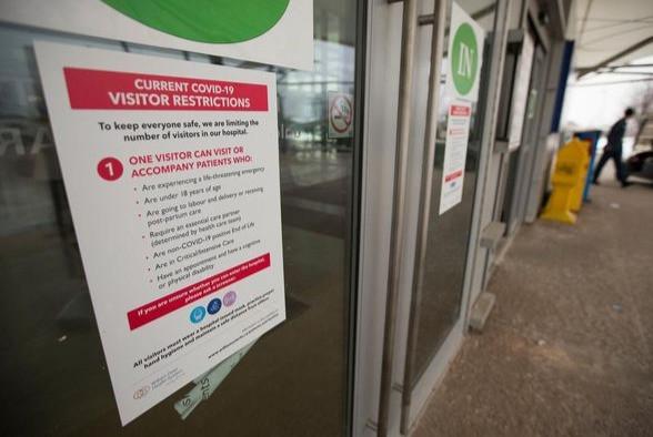 La medida de Ontario del martes sigue a nuevos datos que sugieren que los hospitales podrían no brindar atención crítica a todos los pacientes si las infecciones por COVID-19 continúan propagándose a los niveles previstos.