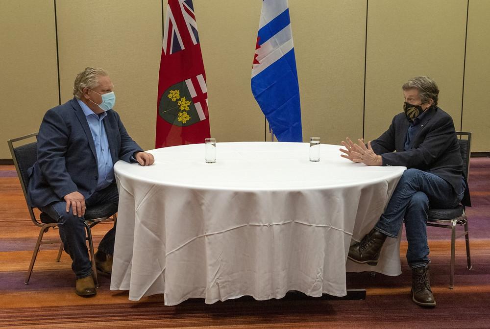 El premier de Ontario, Doug Ford, y el alcalde de Toronto, John Tory, se reunirán antes de visitar la Clínica de vacunación masiva de Toronto el domingo 17 de enero de 2021.