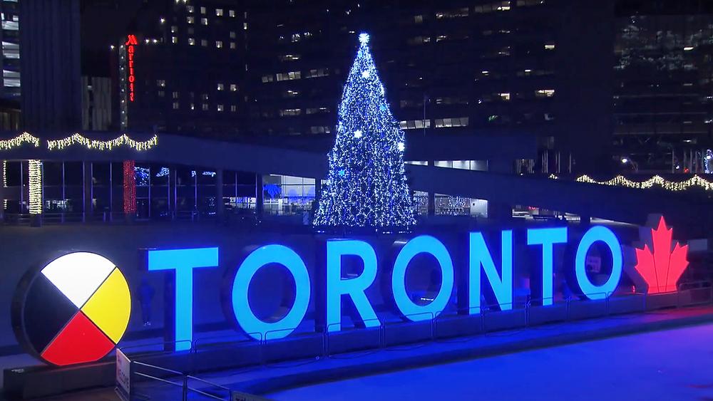 Captura de pantalla de la ceremonia de iluminación del árbol virtual de la Ciudad de Toronto el 27 de noviembre de 2020.