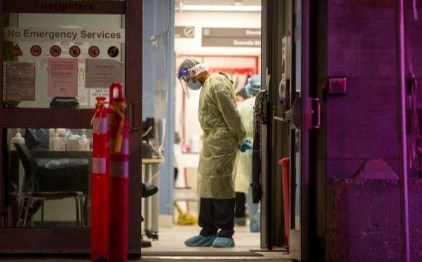 """Los números de COVID-19 en Ontario son """"muy, muy preocupantes"""", dijo el premier Doug Ford. El lunes, se espera que anuncie un bloqueo en toda la provincia a partir del 24 de diciembre."""