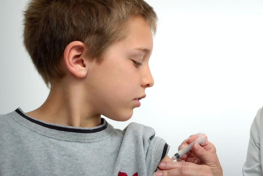 Algunas regiones de Ontario comenzaron a vacunar a los jóvenes de 12 años o más antes de lo previsto.