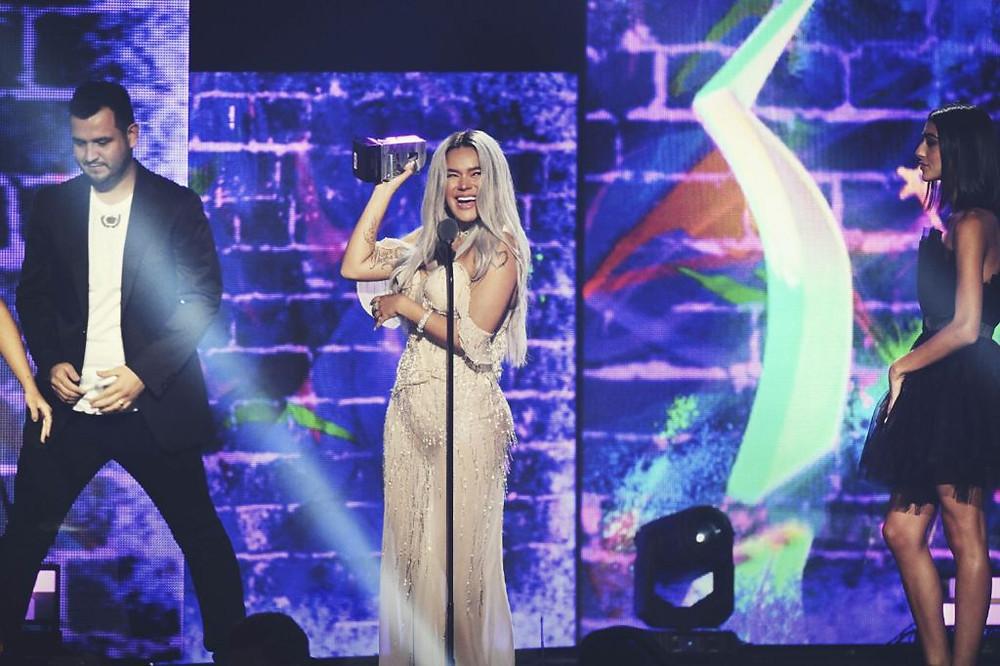 """Karol G la """"Diosa"""" de la música latina en Premios Juventud."""