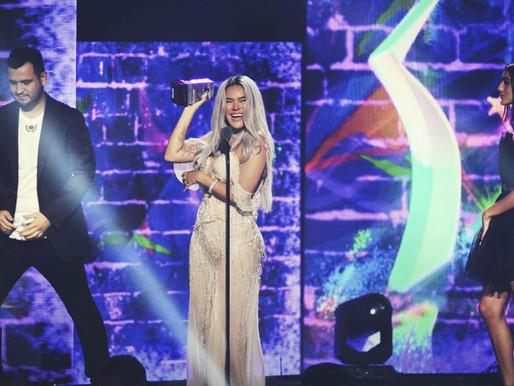 """Karol G la """"Diosa"""" de la música latina en los Premios Juventud"""