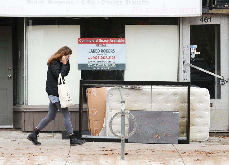 El COVID ha hecho pagar el precio a varia tiendas a lo largo de la calle Bloor cerca de Bathurst con varios lugares cerrados y en alquiler.
