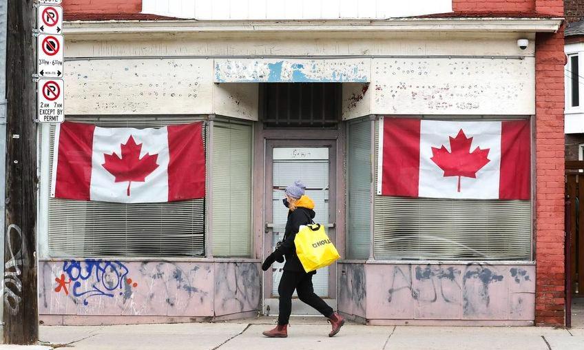 Ontario reportó 1.677 nuevos casos de COVID-19 el domingo. El promedio de siete días se ha reducido a 1.839 casos diarios, o 88 semanales por cada 100.000. Se han informado dieciséis nuevas muertes.