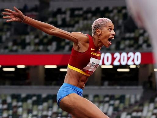 La venezolana Yulimar Rojas gana el oro en triple salto y establece un récord mundial