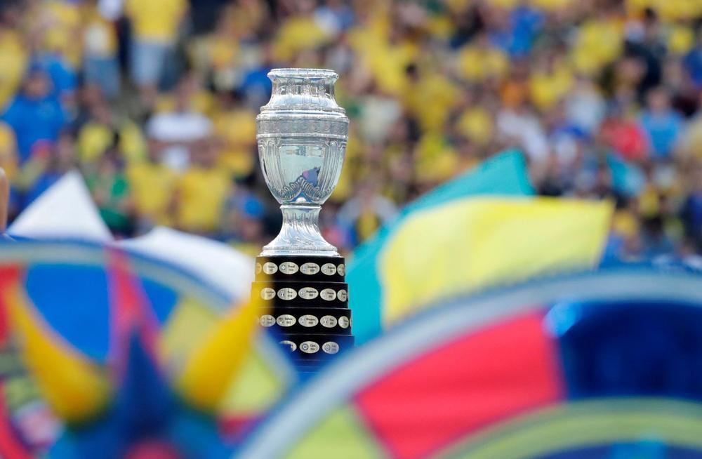 La Copa América se traslada a Brasil en medio de aumento del COVID-19 en Argentina.