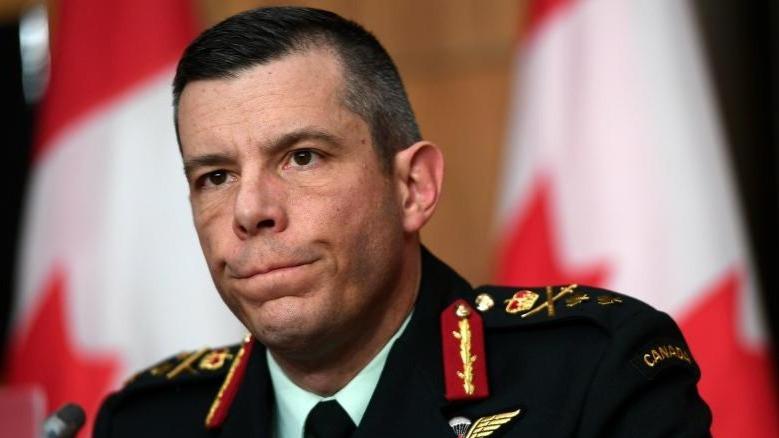 Mayor-Gen. Dany Fortin enfrenta una acusación histórica de conducta sexual inapropiada.