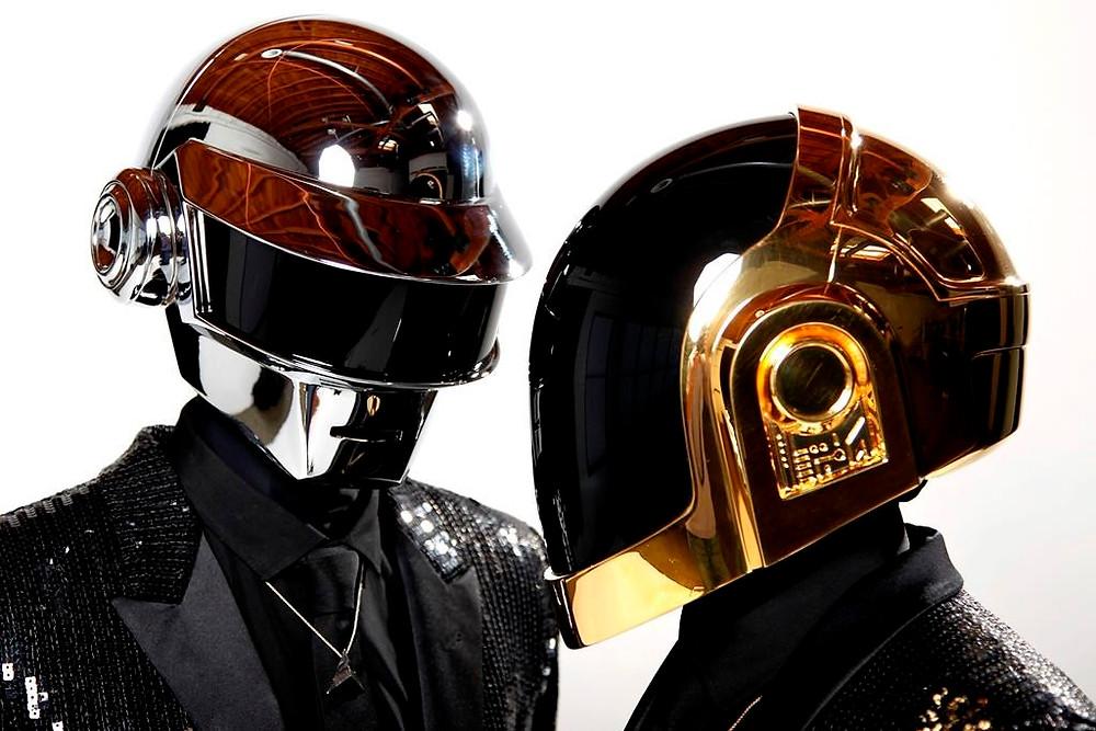 En esta fotografía de archivo del 17 de abril de 2013, Thomas Bangalter, izquierda, y Guy-Manuel de Homem-Christo, del grupo musical Daft Punk, posan para un retrato en Los Ángeles.