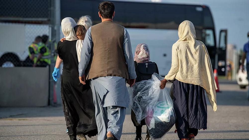 Comienzan a llegar miles de refugiados afganos a Canadá.