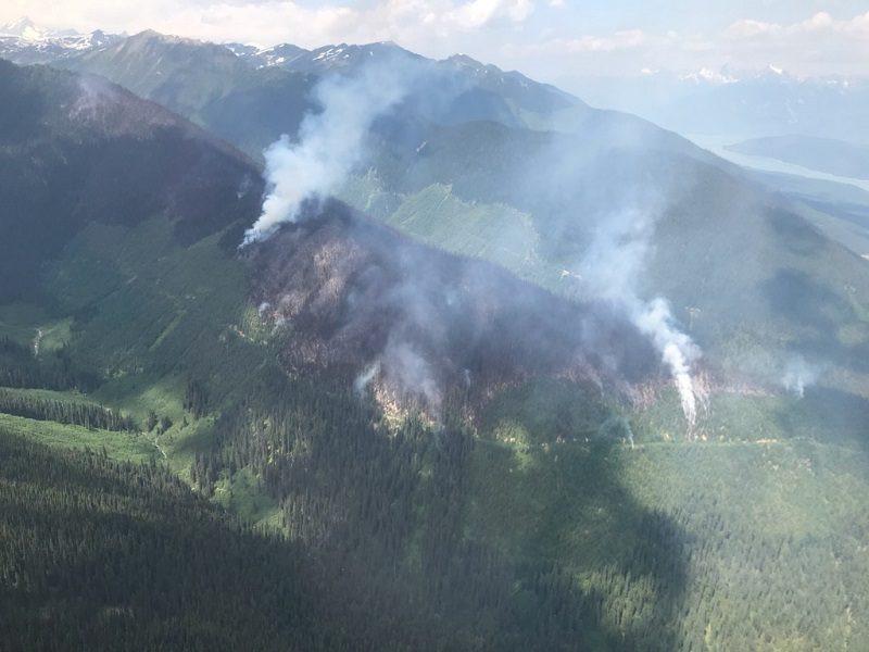 BC Wildfire Service continúa monitoreando el incendio forestal de Carrol Creek cerca de Golden.