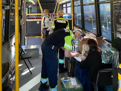 Toronto implementa clínicas móviles de vacunación en los autobuses del TTC
