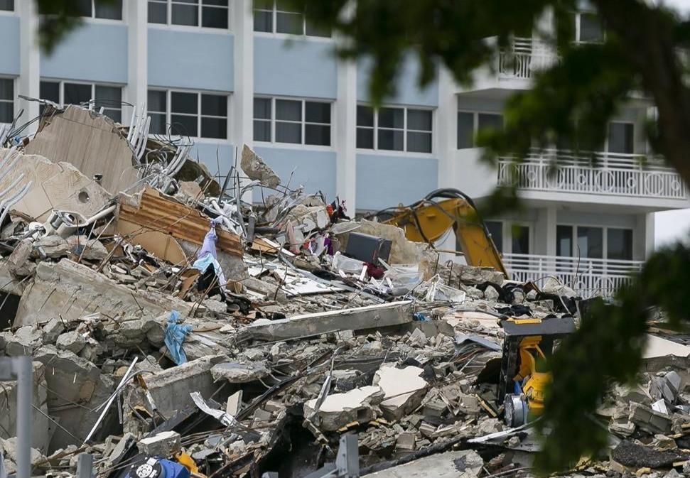 Los escombros del condominio Champlain Towers South en Surfside, Florida, el martes 6 de julio de 2021.
