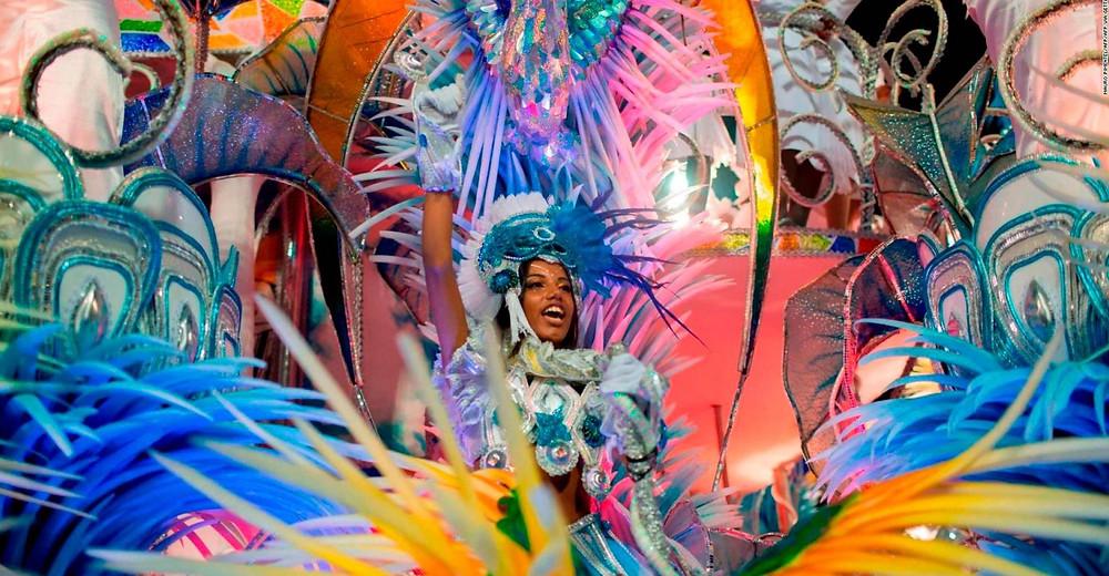 $!Río anuncia sanciones para evitar fiestas clandestinas durante el Carnaval La norma prohíbe de facto 'concentraciones, desfiles de gremios y 'blocos' (comparsas callejeras) carnavalescos.