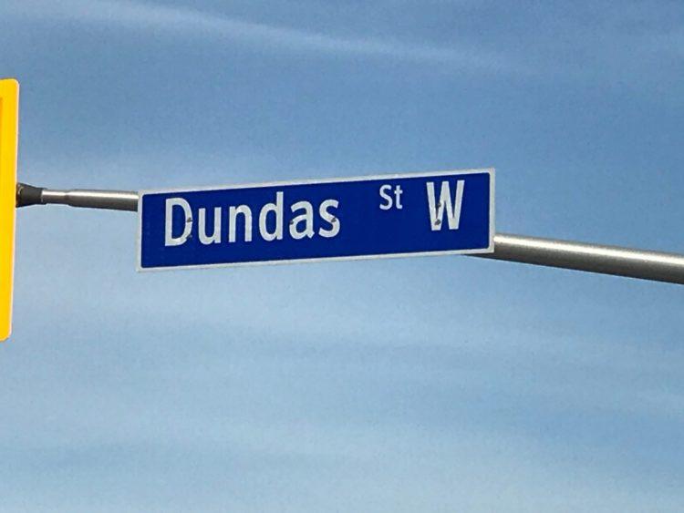 """El cambio de nombre de """"Dundas Street"""" pasa a comité ejecutivo."""