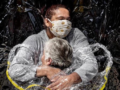 "Un abrazo pandémico recibe el premio de ""World Press Photo"""