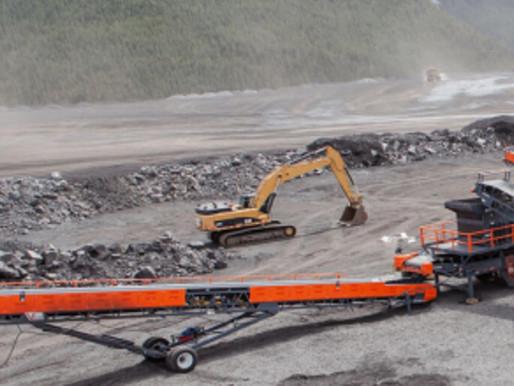 El rescate de 39 mineros atrapados bajo tierra en una mina de Ontario sigue en marcha