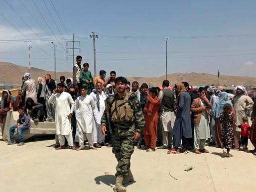 Diplomáticos, tropas y refugiados llegan a Canadá mientras se reanudan los vuelos desde Afganistán