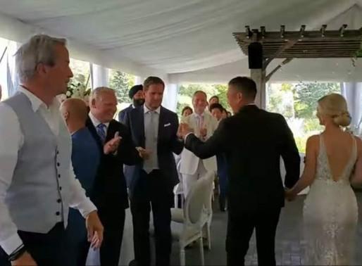 Ford es criticado por asistir a una boda