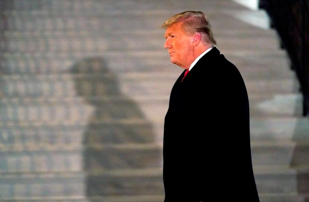En esta fotografía de archivo del martes 12 de enero de 2021, el presidente Donald Trump llega al Jardín Sur de la Casa Blanca, en Washington, después de regresar de Texas.