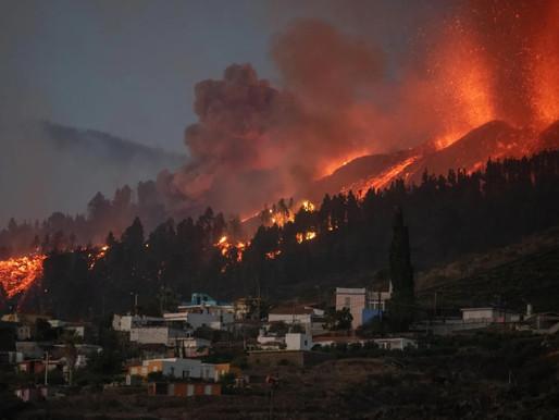 Miles de casas destruidas tras la erupción de un volcán en España