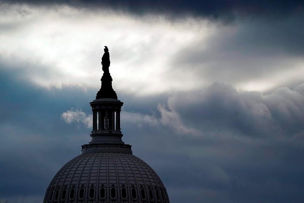 La Estatua de bronce de la Libertad, de Thomas Crawford, es la característica principal de la cúpula del Capitolio de los Estados Unidos, que se muestra antes de la toma de posesión del presidente electo Joe Biden y la vicepresidenta electa Kamala Harris, el domingo 17 de enero de 2021, en Washington.