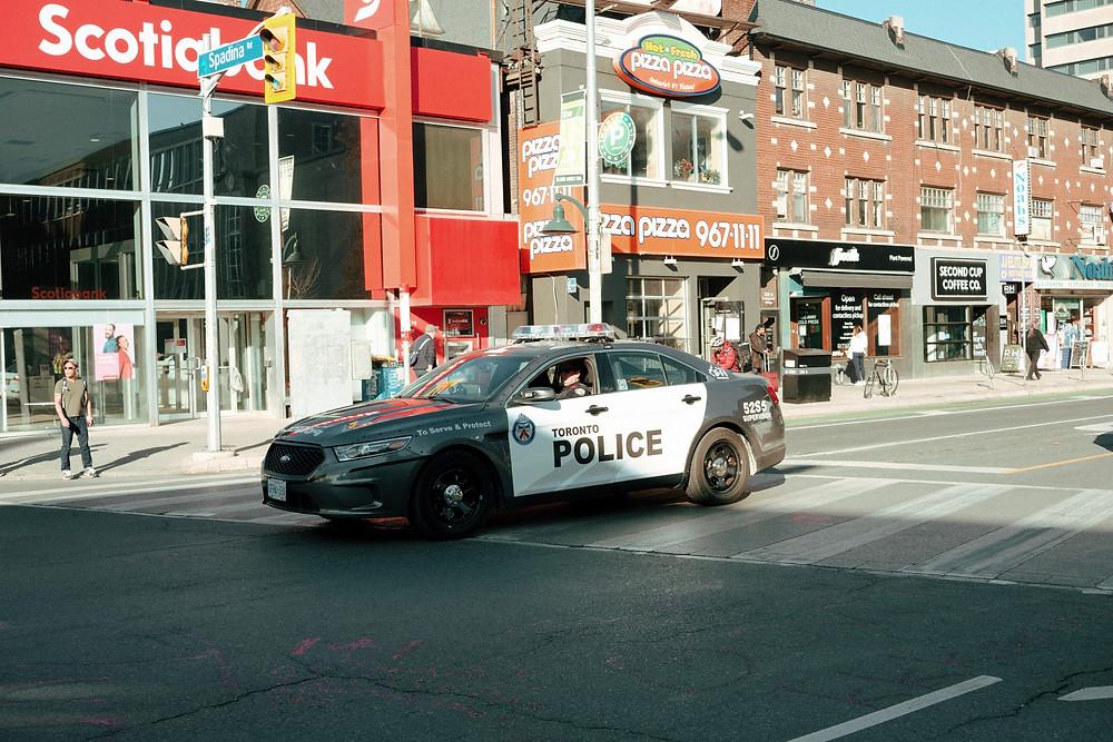 Policía de Toronto emite más de 400 multas adicionales antes del fin de semana.