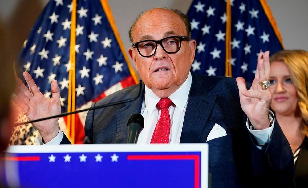 En esta foto de archivo del 19 de noviembre de 2020, el exalcalde de Nueva York Rudy Giuliani, abogado del presidente Donald Trump, habla durante una conferencia de prensa en la sede del Comité Nacional Republicano, en Washington.