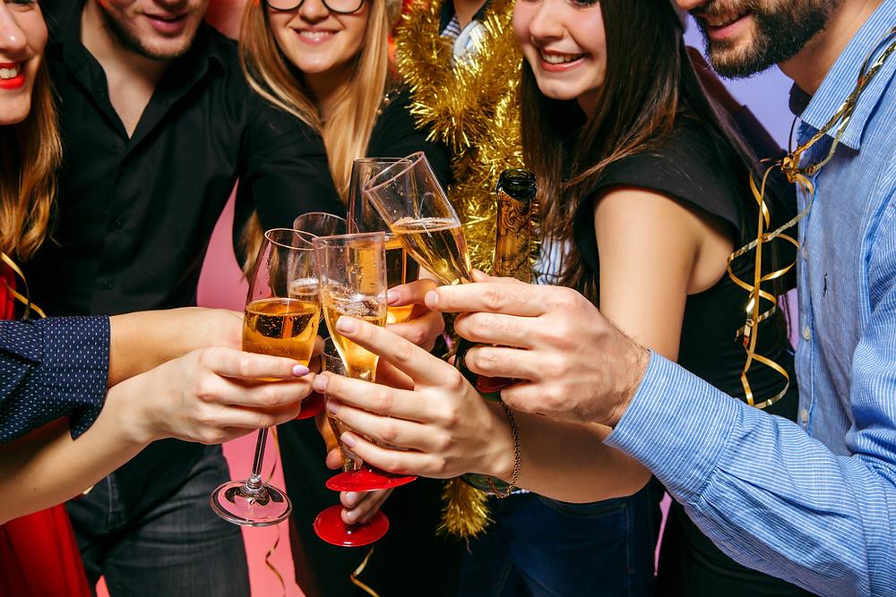 La policía de Toronto irrumpió en más de 200 fiestas ilegales durante el fin de semana.