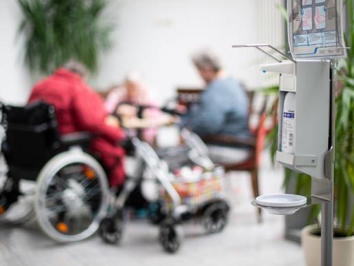 Numerosos residentes murieron en hogares para ancianos por negligencia en la primera ola de COVID-19