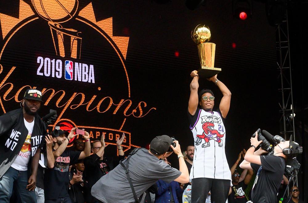 Kyle Lowry se une al Miami Heat después de nueve temporadas con los Raptors.