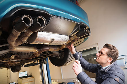 mangelhafte Reparatur Schaden Gutachter Begutachtung Sportauspuff BMW M2.jpg