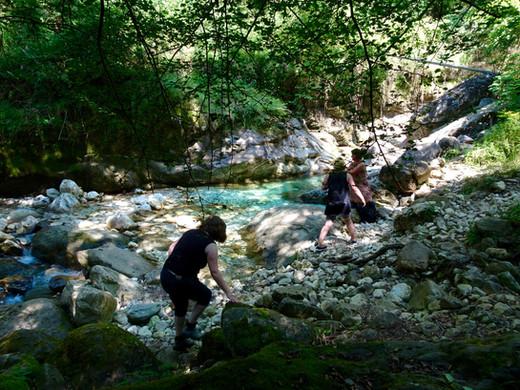 Das Paradiso. Fluss voll von Marmorbrocken. Hier suchen wir unsere Steine zum Arbeiten.