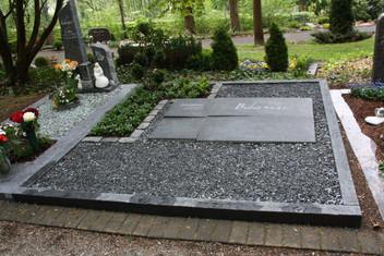 Grabstein und gesamte Grabgestaltung für Familiengrab in Bielstein. 8 (h) x 130 (b) x 100 (t) cm Irischer Limestone