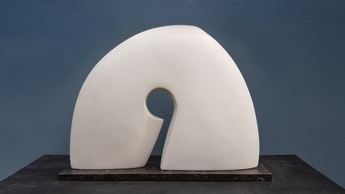 Abstrakte Skulptur. Statuario venato. Italienischer Marmor.