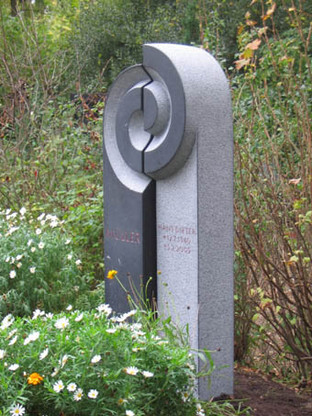 Grabstein für Familiengrab in Aachen. 160 (h) x 80 (b) x 20 (t) cm Irischer Limestone