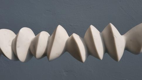 Abstrakte Skulptur. Italienischer Marmor.