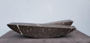 Gegenstandslose Form. Nero Marquinia. Spanischer Kalkstein.