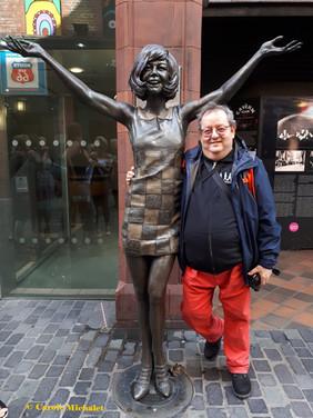 Mathews Street avevc la statue de Cilla Black Liverpool août 2018