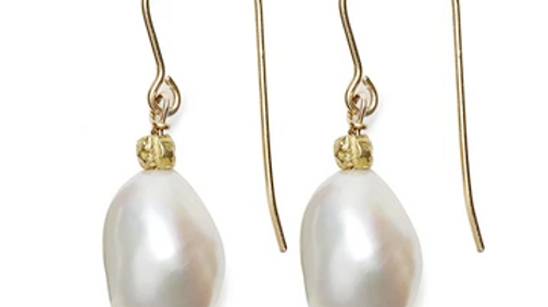 Sofie Earring, Gold / White Pearl