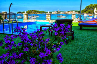 Garden Villa Petrac
