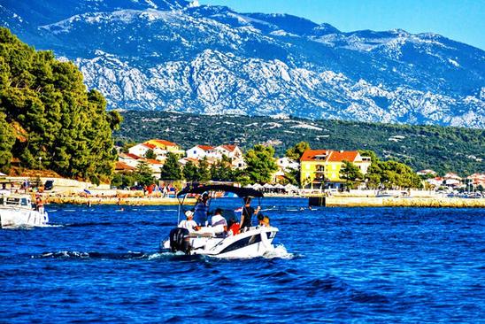 Boat sailing Rab Banjol