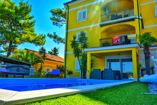 Apartment 2 Villa Petrac in garden